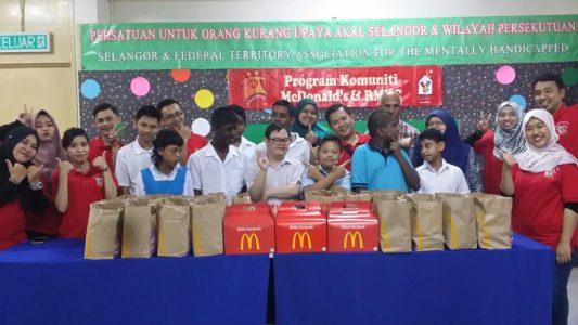 Program Komuniti McDonalds bersama pelajar