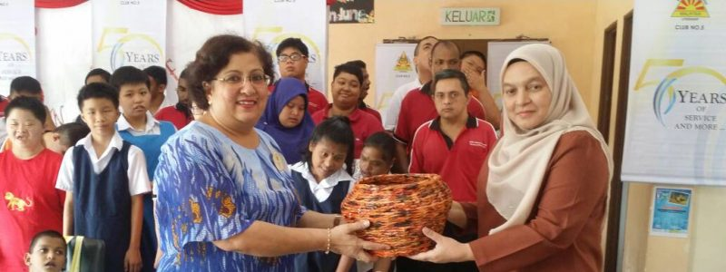 24/02/2018, Sponsorship of school fees for 41 home students from low income group by APEX Klang and Port School, Perth Australia